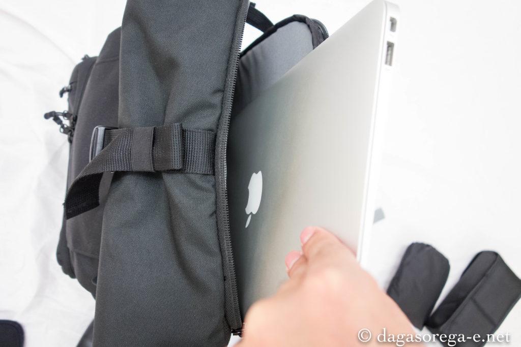 リュックをたてたままノートPCを入れることができるので、取り出しに便利