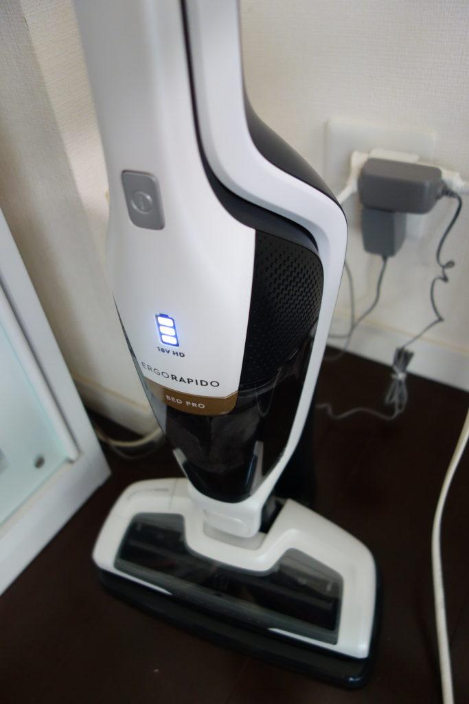 スタンド付きで充電が非常に簡単にできるelextroluxハンディクリーナー
