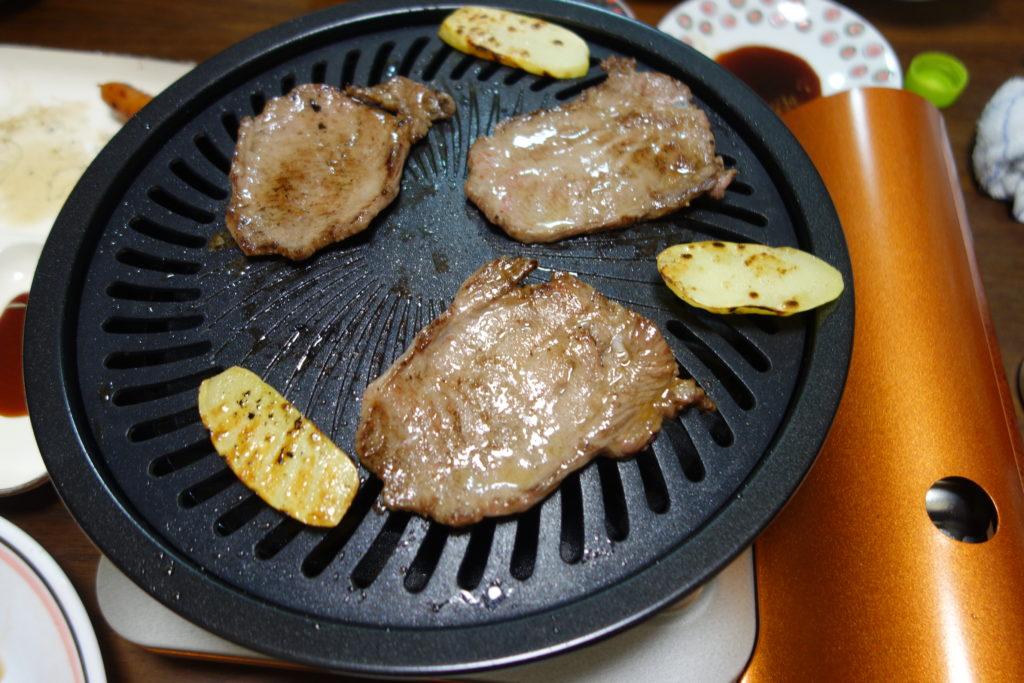 野菜が焦げずにいい感じに焼けるイワタニのカ焼肉プレート